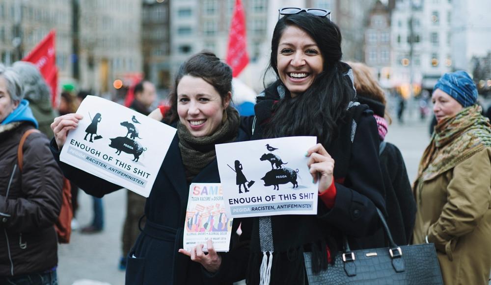 het-was-gisteravond-gezellig-druk-bij-de-demonstratie-voor-internationale-vrouwendag-op-de-dam-2983-body-image-1457532806-size_1000